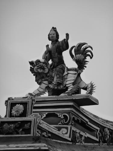 ~roof figurine 1~ image copyright Kris Lee 2012