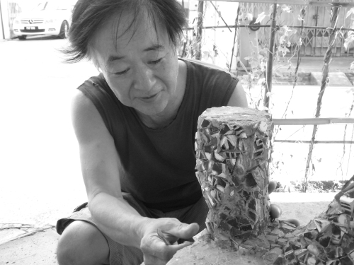 ~Hitori outside his Studio~ image copyright Kris Lee 2012